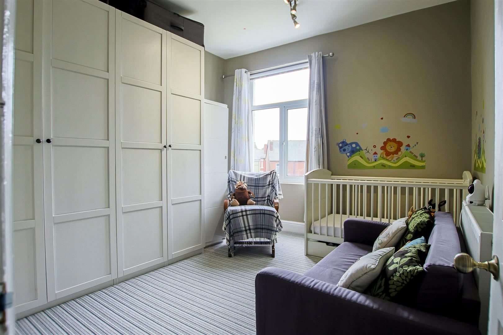 4 Bedroom Semi-detached House For Sale - 25.jpg
